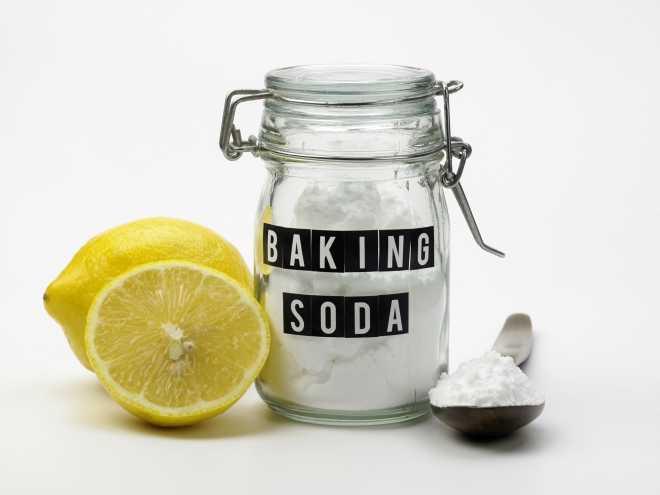 perche-pulire-con-aceto-e-bicarbonato-e-inutile-e-dannoso_mammafelice